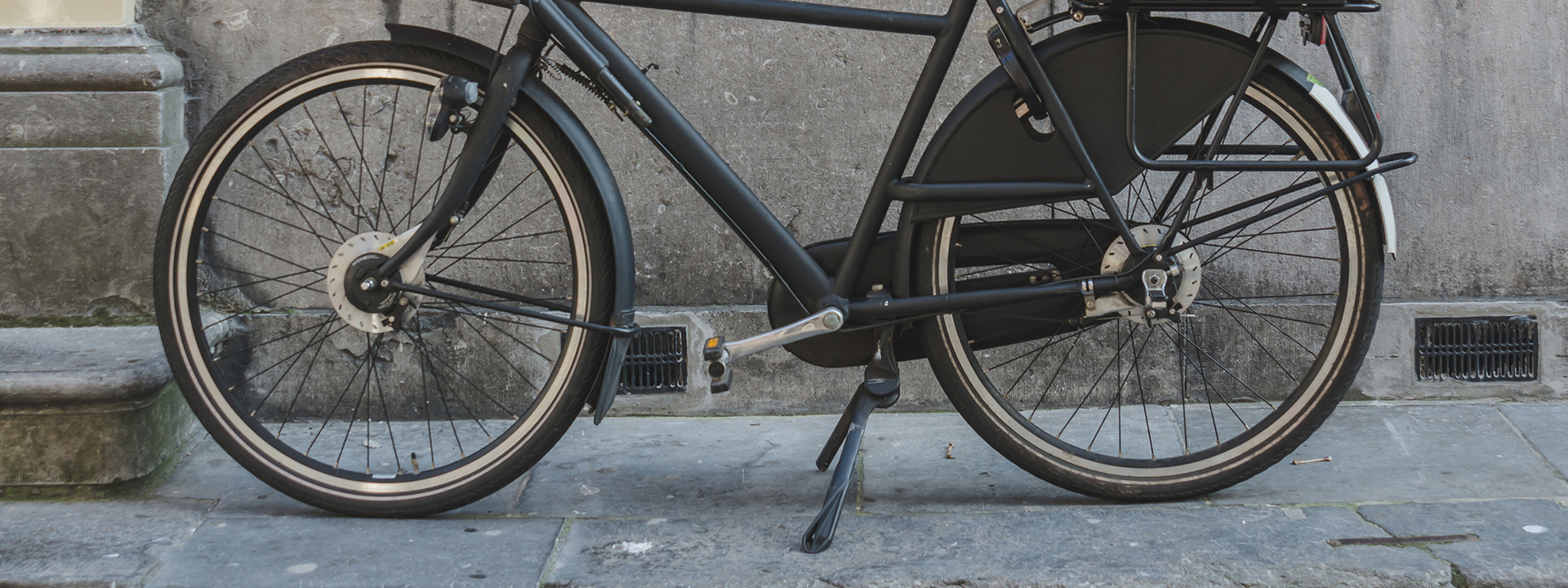 Фото подножки для велосипеда на парковке