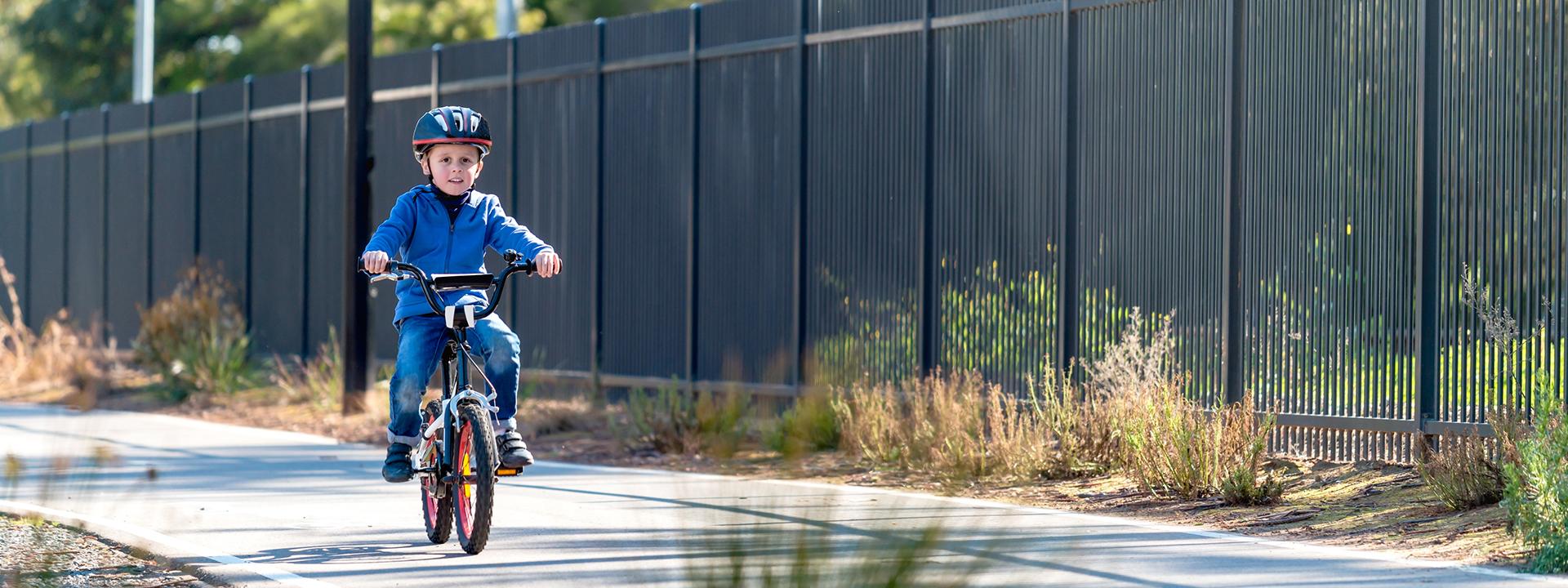 Фото детского велосипеда с ребенком