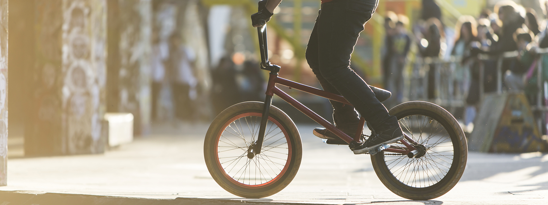 Фото трюкового велосипеда BMX в деле